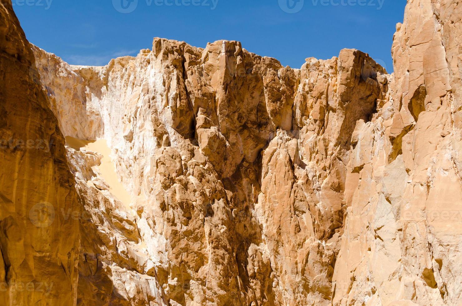 scherpe hoge bergen foto