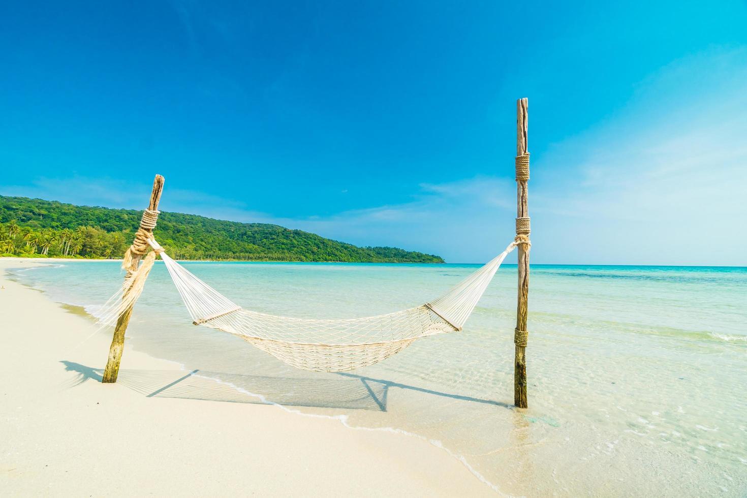 hangmat op het tropische strand foto