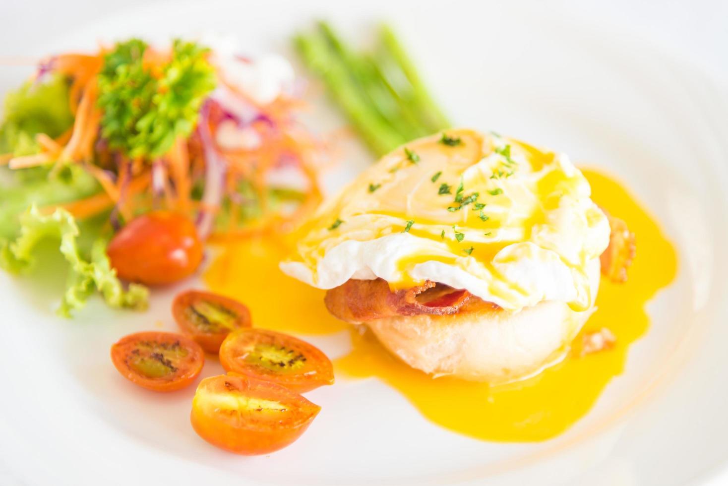 Eggs Benedict als ontbijt foto