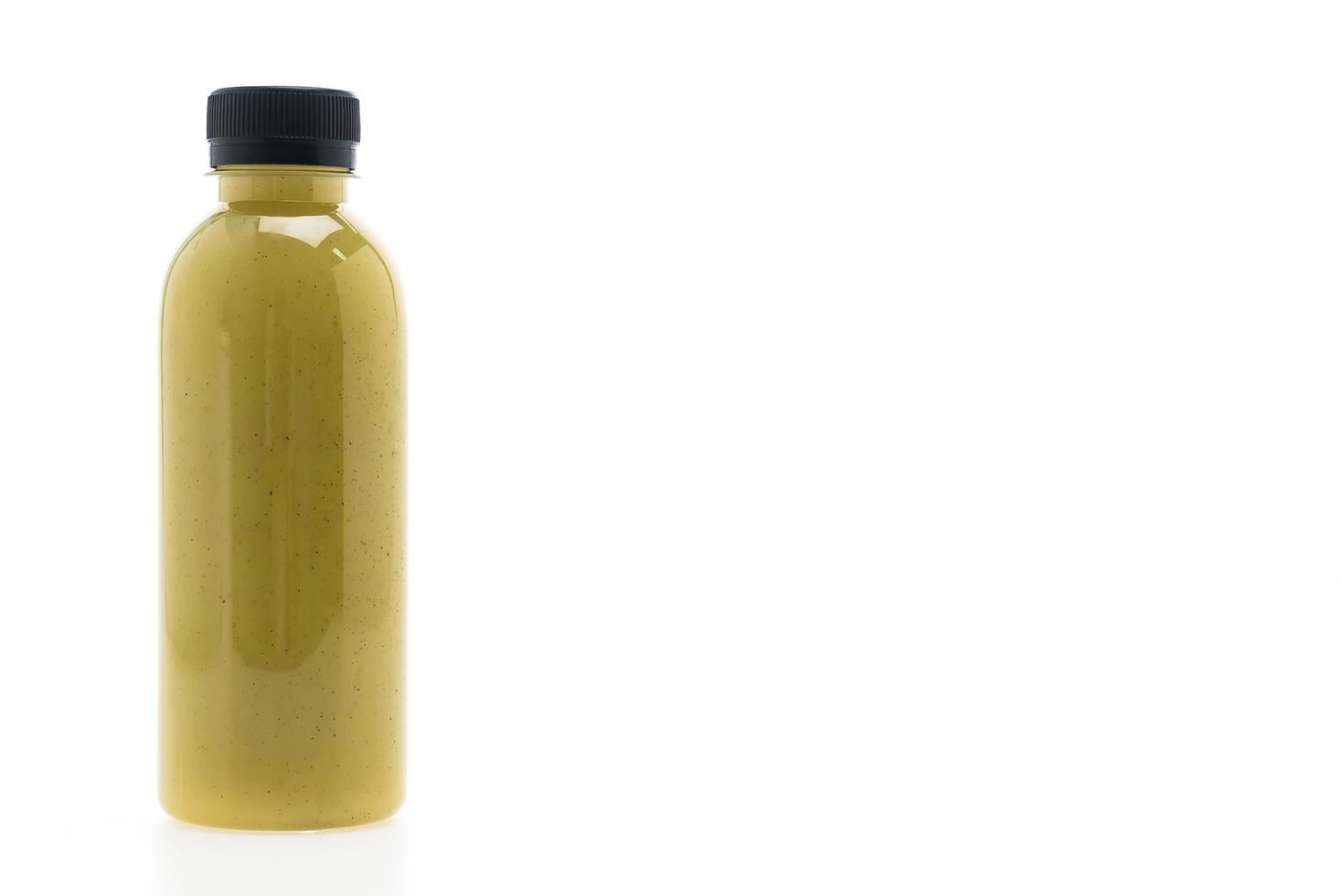 de fles van het kiwisap op witte achtergrond wordt geïsoleerd die foto