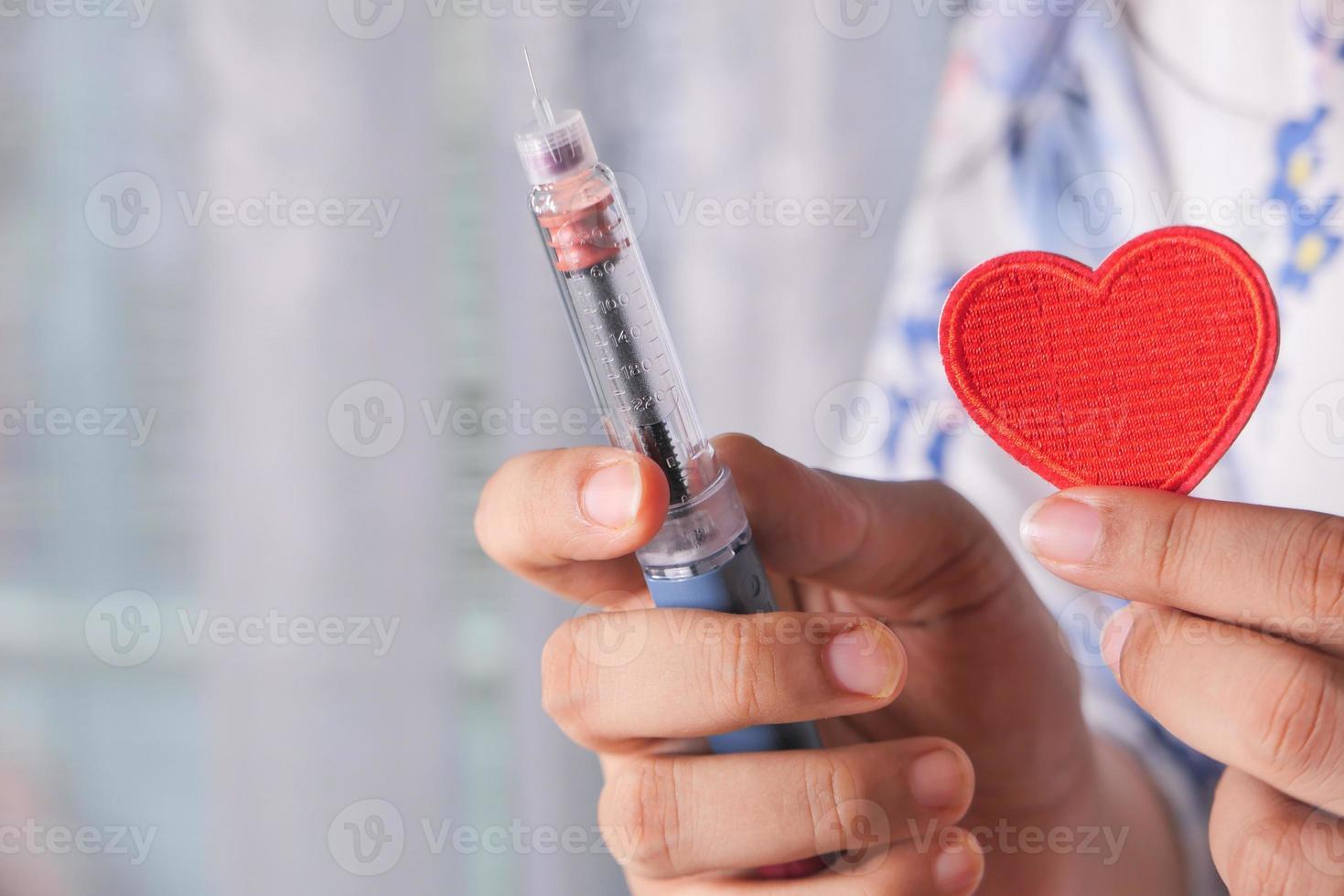 verpleegster met hart en insulinepen foto