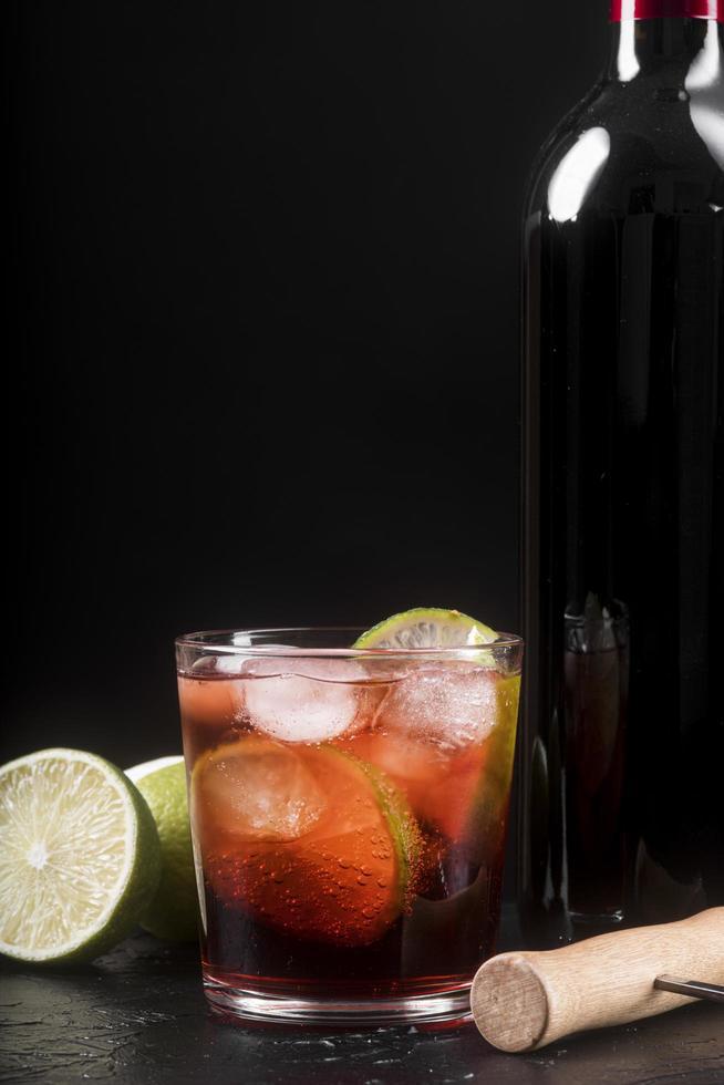 sterke alcoholische drank met framboos foto