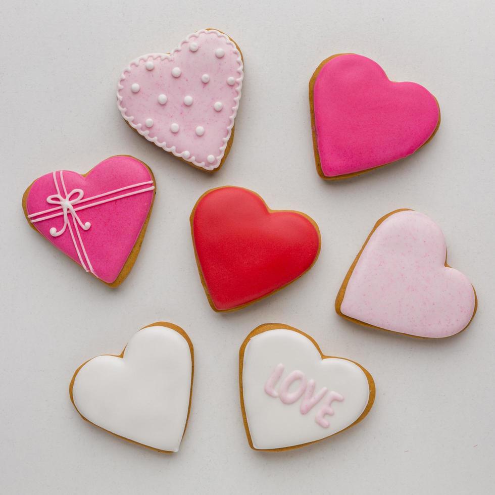 bovenaanzicht van heerlijke valentijnsdagkoekjes foto
