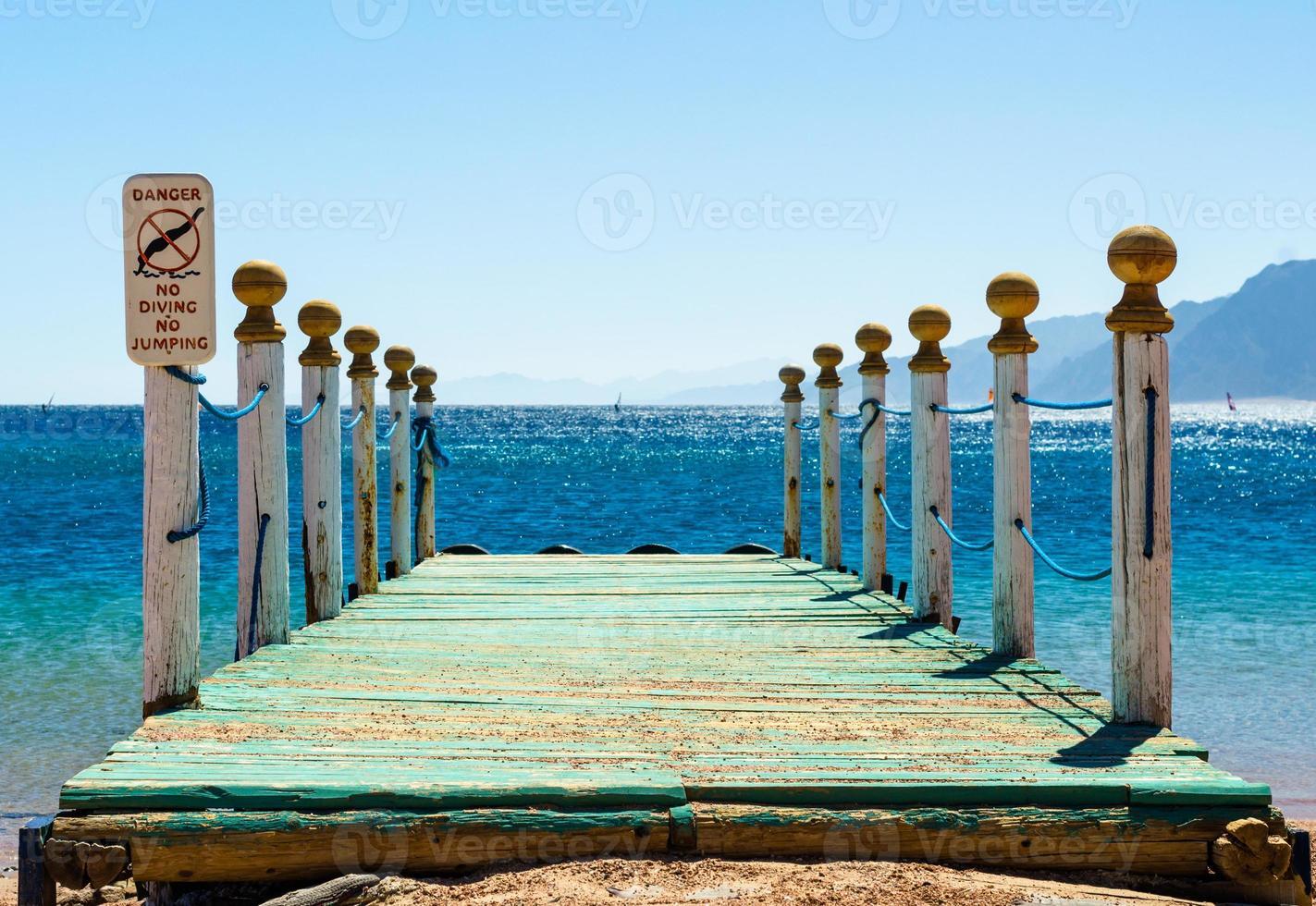 rustieke houten pier foto