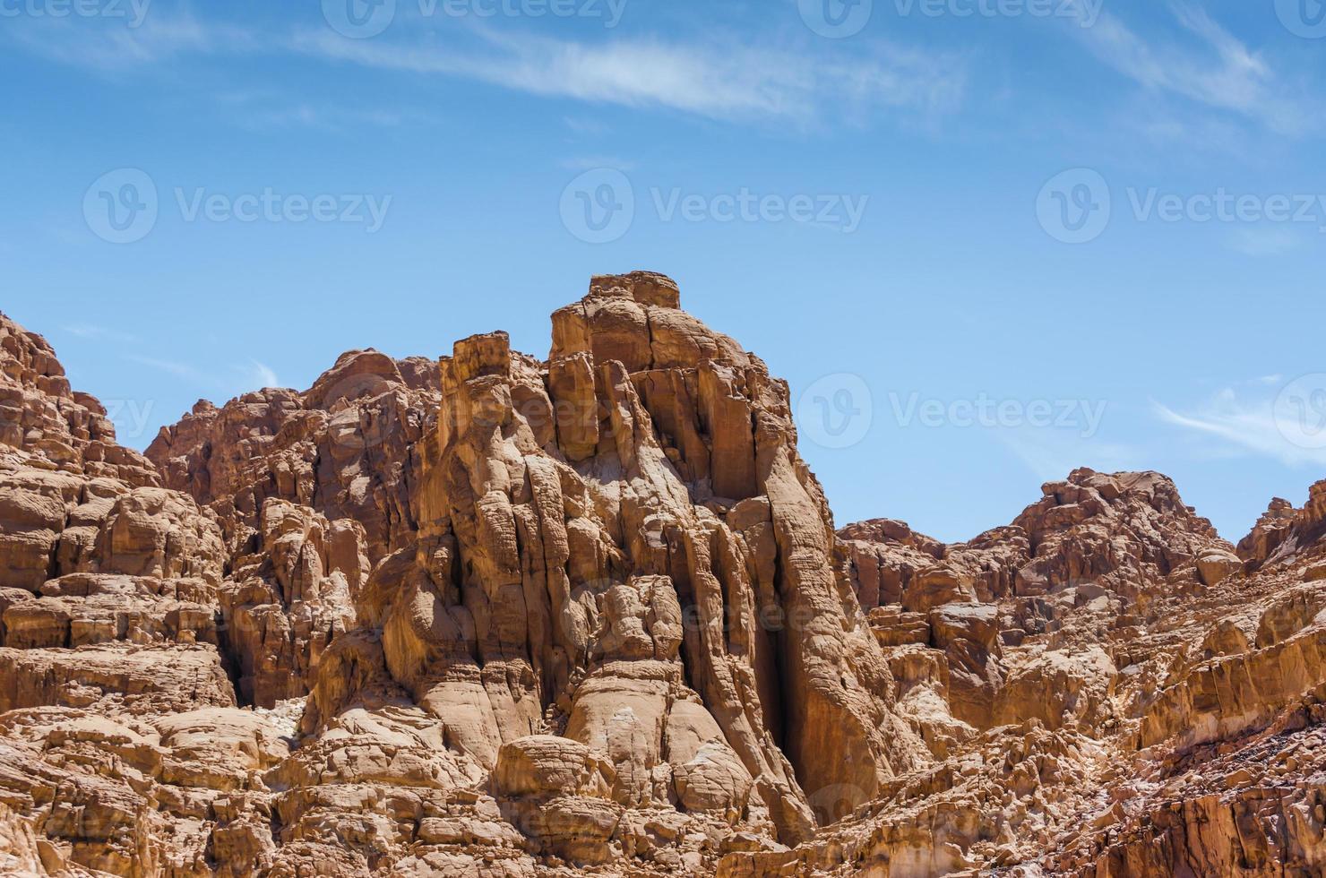 rotsachtige bruine bergen foto
