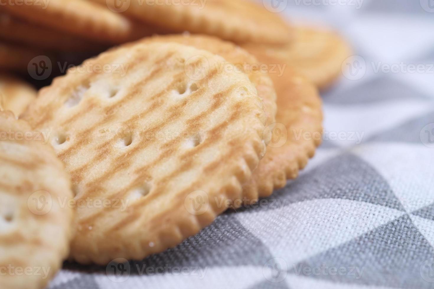 crackers op tafelkleed close-up foto
