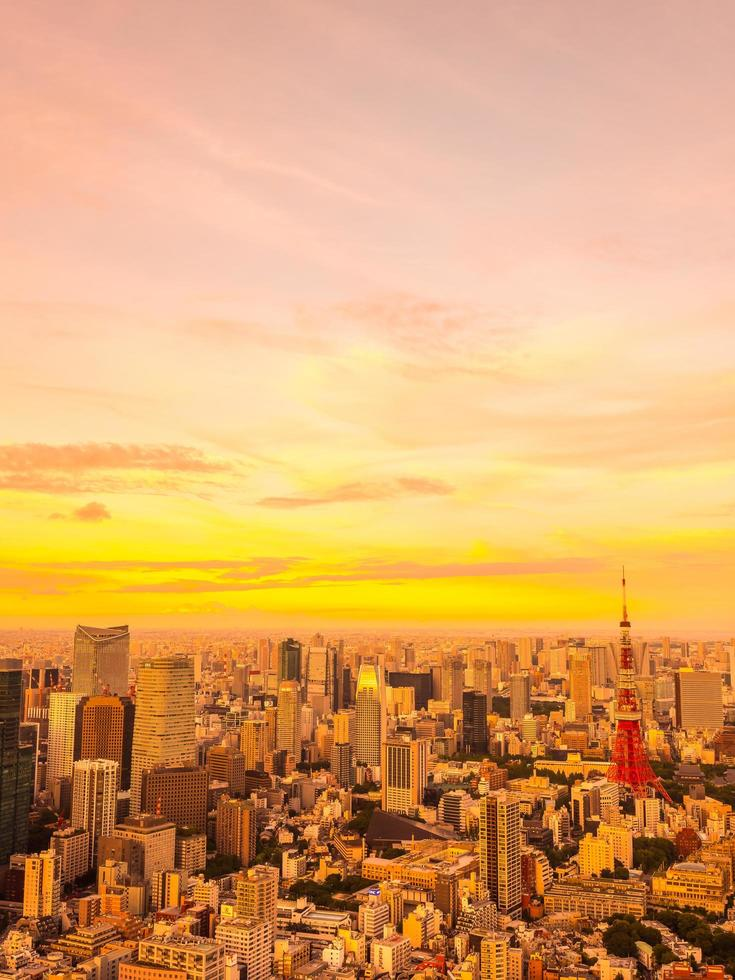 tokyo stad bij zonsondergang foto