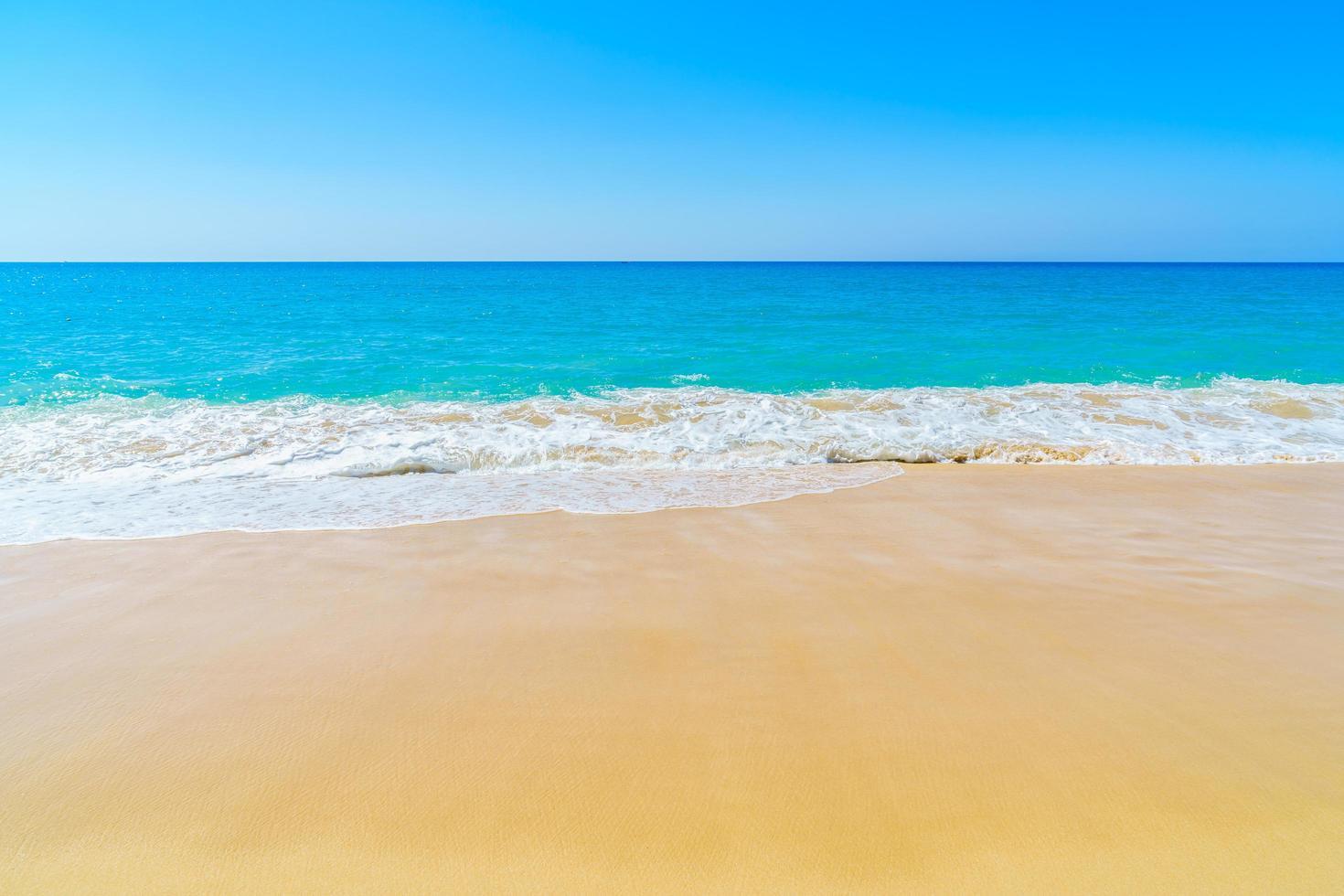 prachtig strand en zee foto