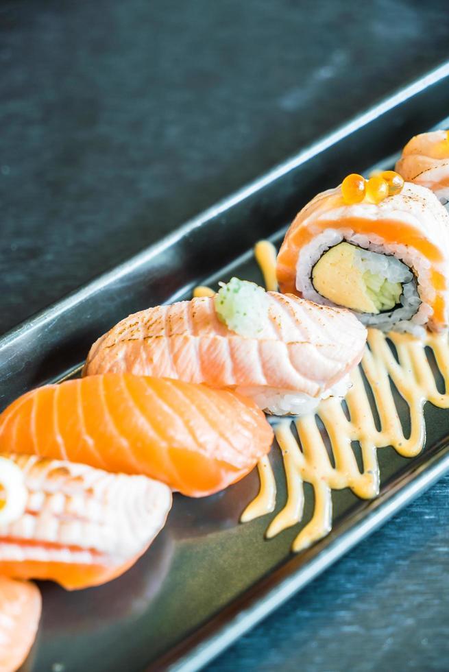 zalm sushi roll foto