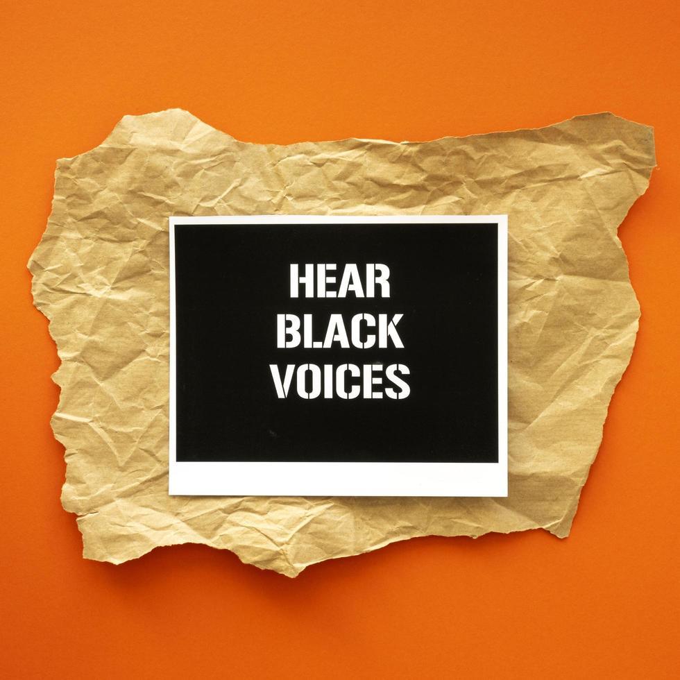 hoor zwarte stemmen protestbord foto