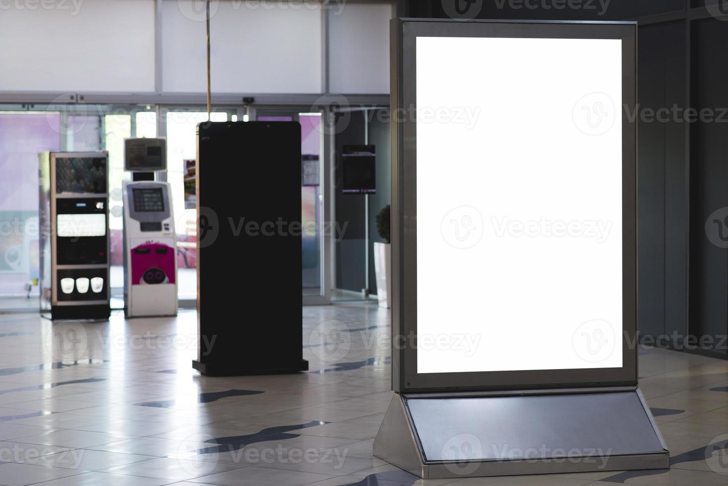 vooraanzicht leeg staand reclamebord foto