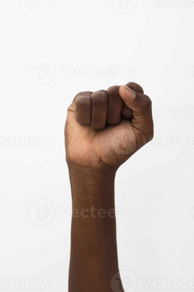 Afro-Amerikaanse persoon houdt hun vuist omhoog foto