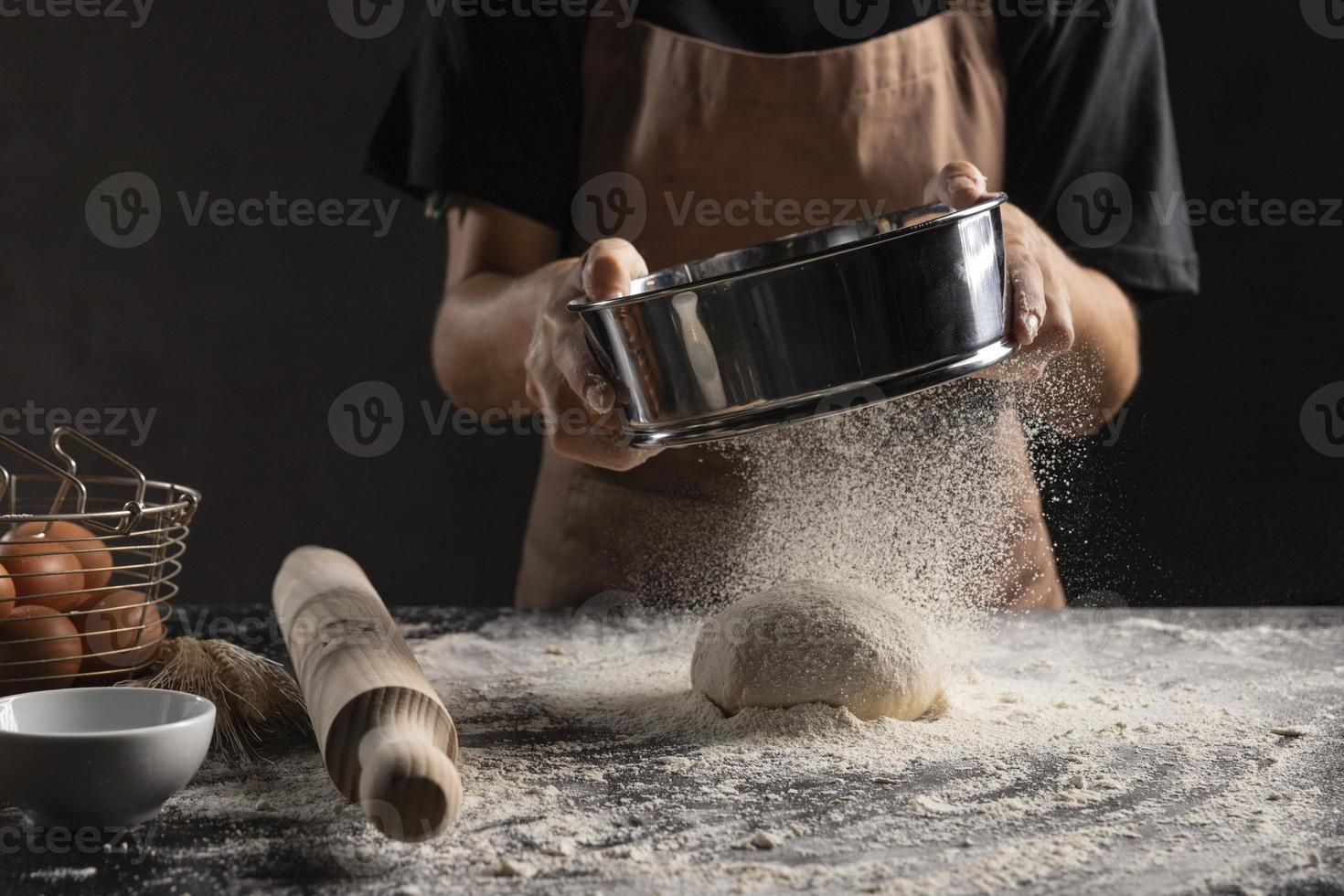 chef-kok bloemdeeg afstoffen foto