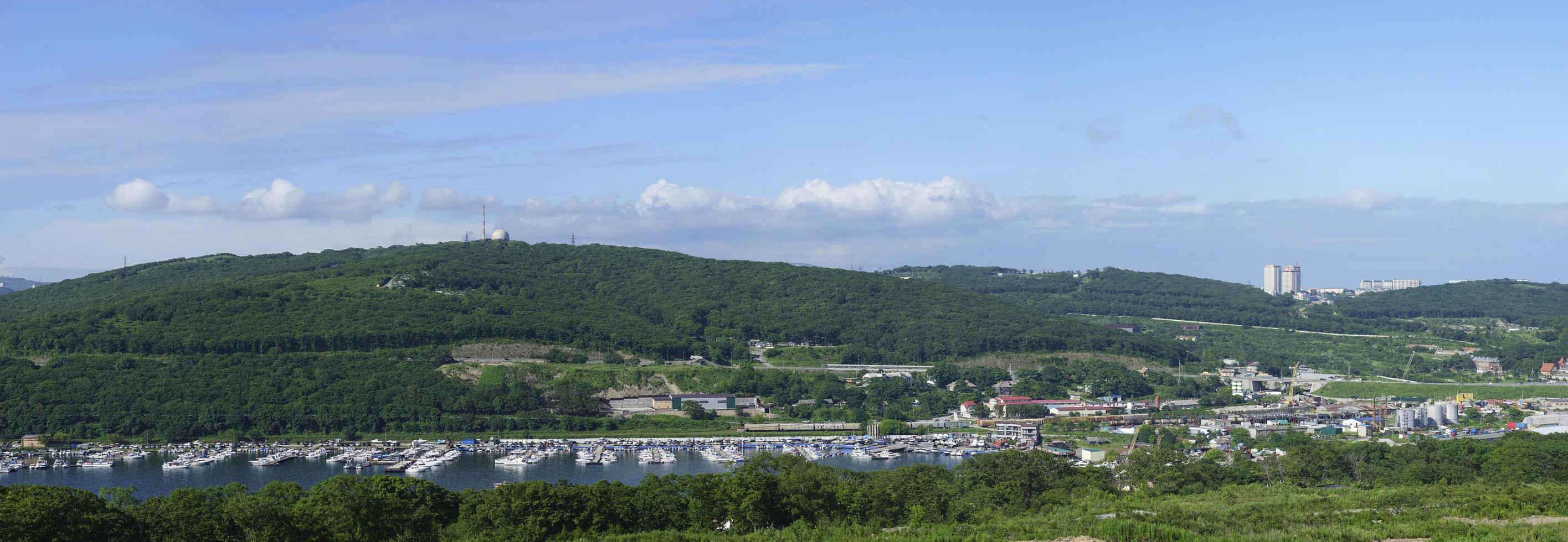 panorama van het landschap met uitzicht op de baai van ulysses foto