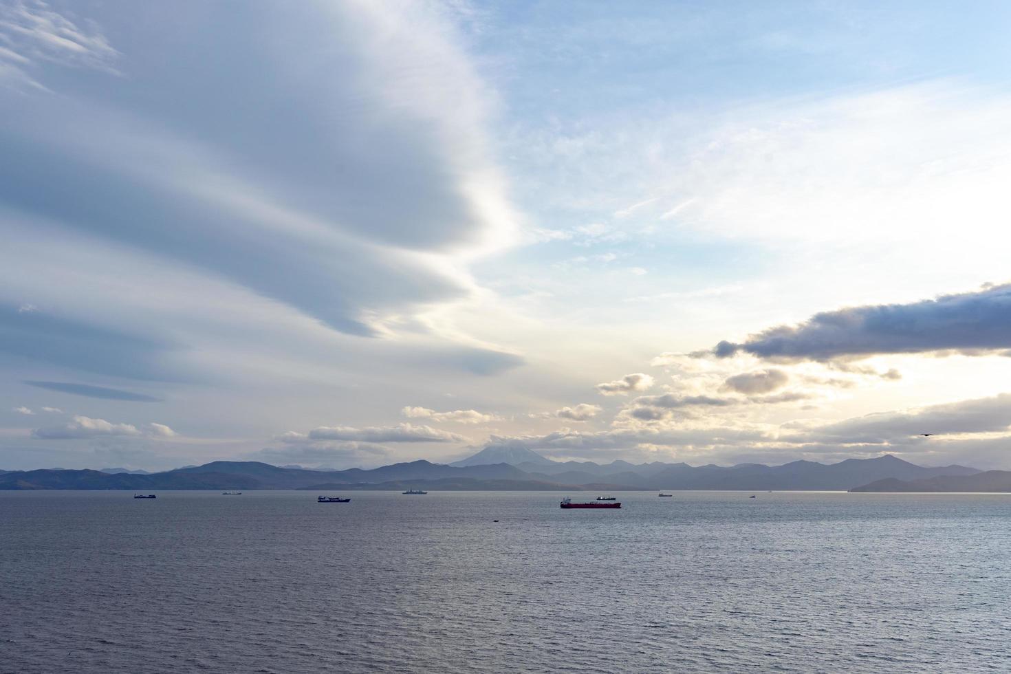 zeegezicht met uitzicht op de baai van Avacha. Petropavlovsk foto