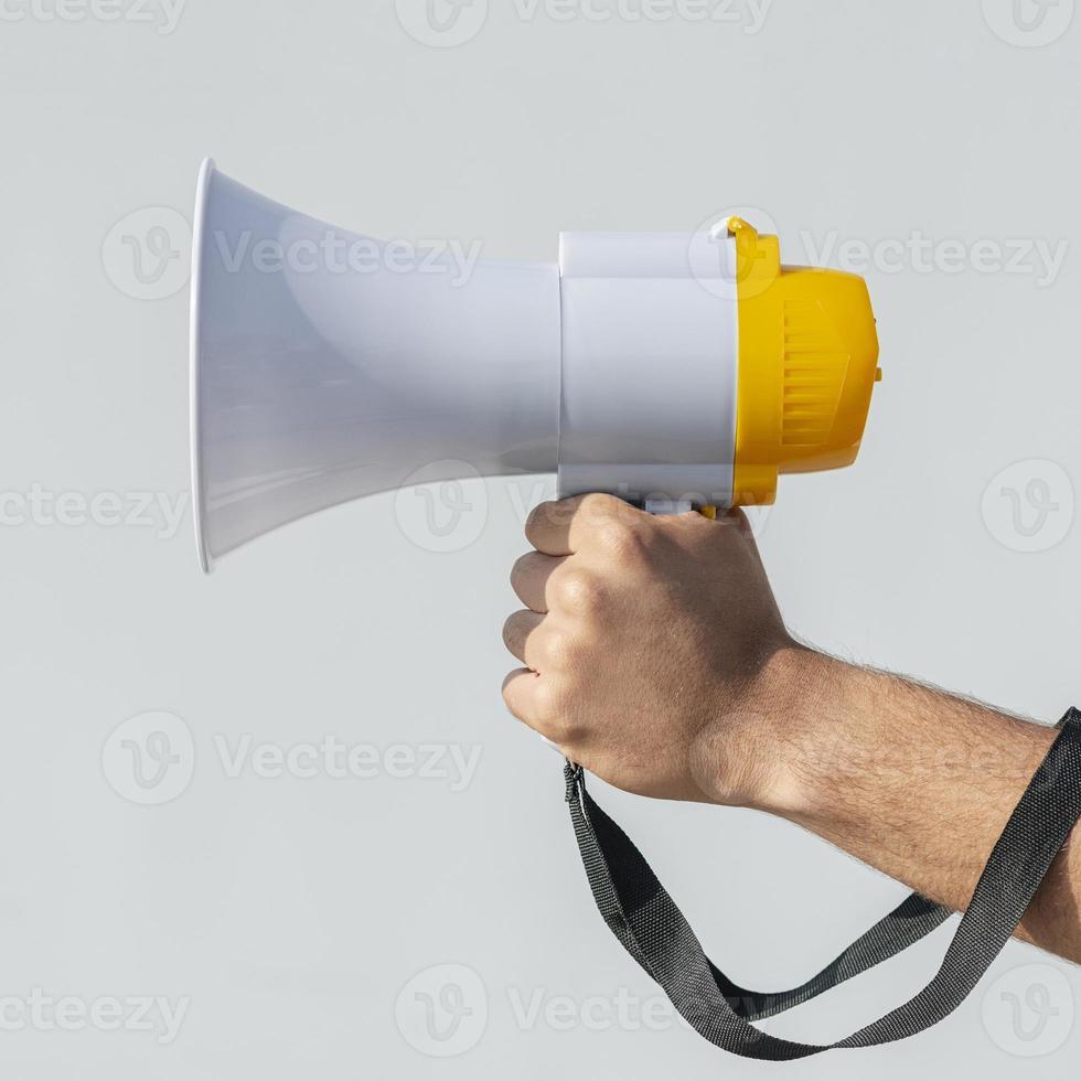 demonstrant met megafoon demonstratie concept foto