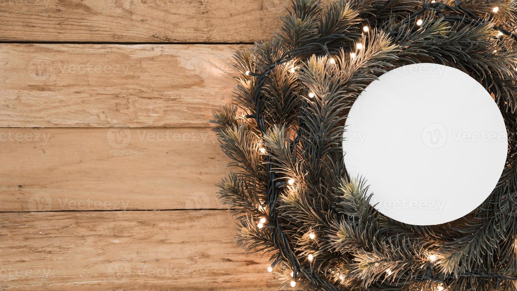 ronde papieren kerstkrans foto