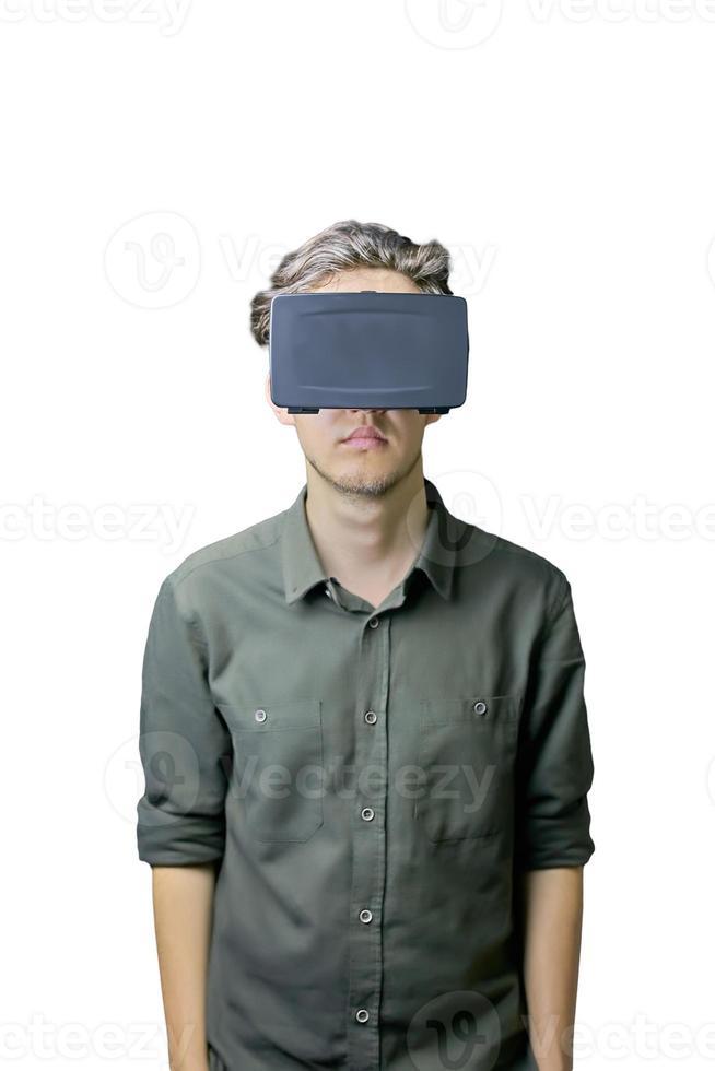 man gebruikt vr op witte achtergrond foto