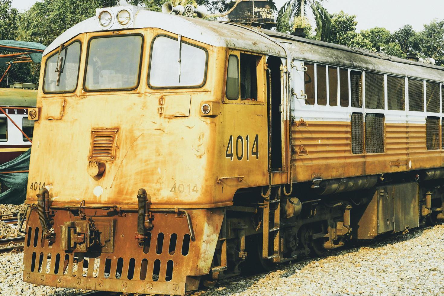 Thailand, 2021 - oude gele trein foto