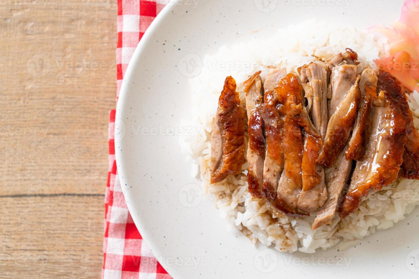 geroosterde eend op rijst foto