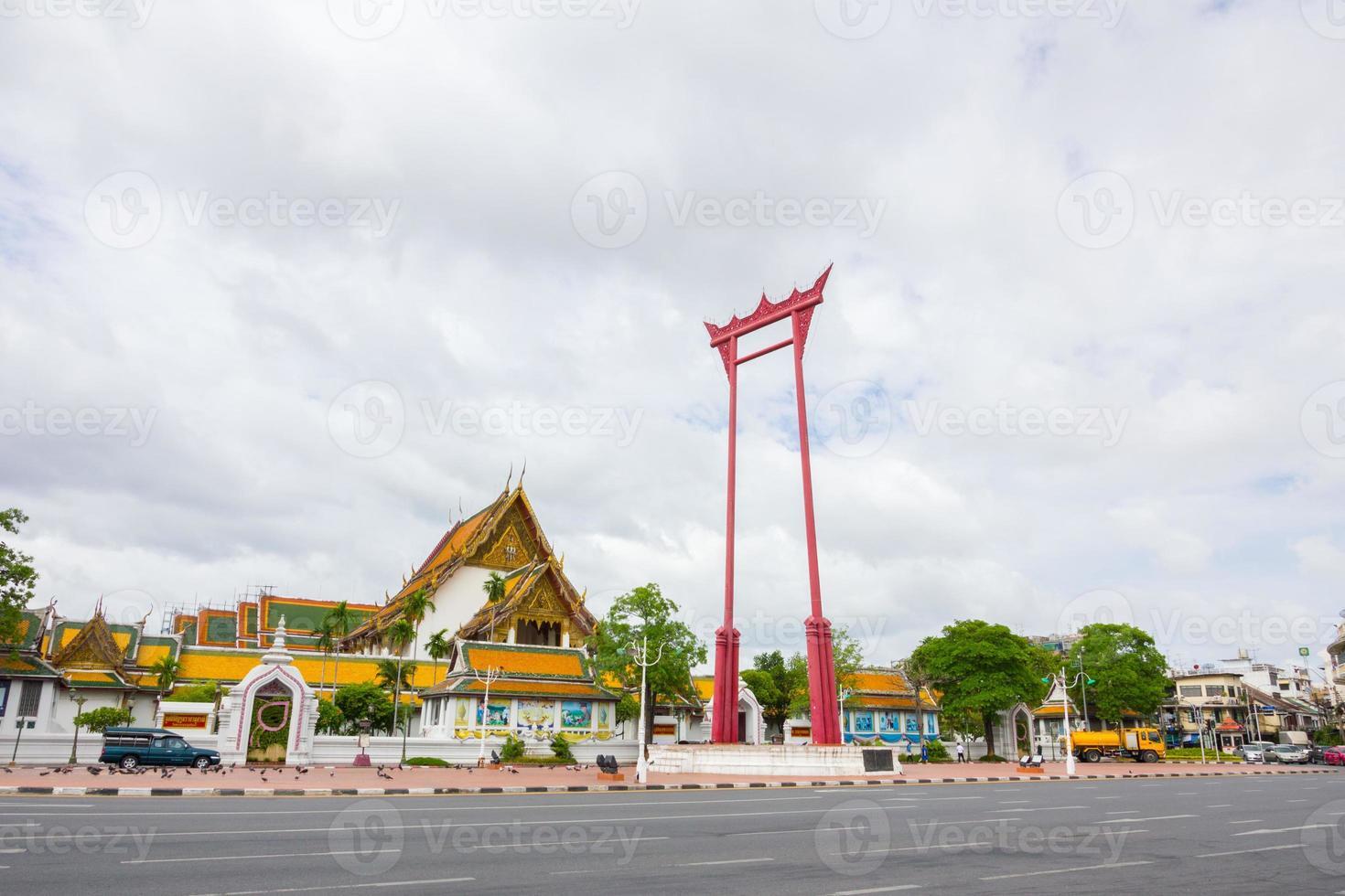 gigantische schommel, suthat tempel, bangkok, thailand foto