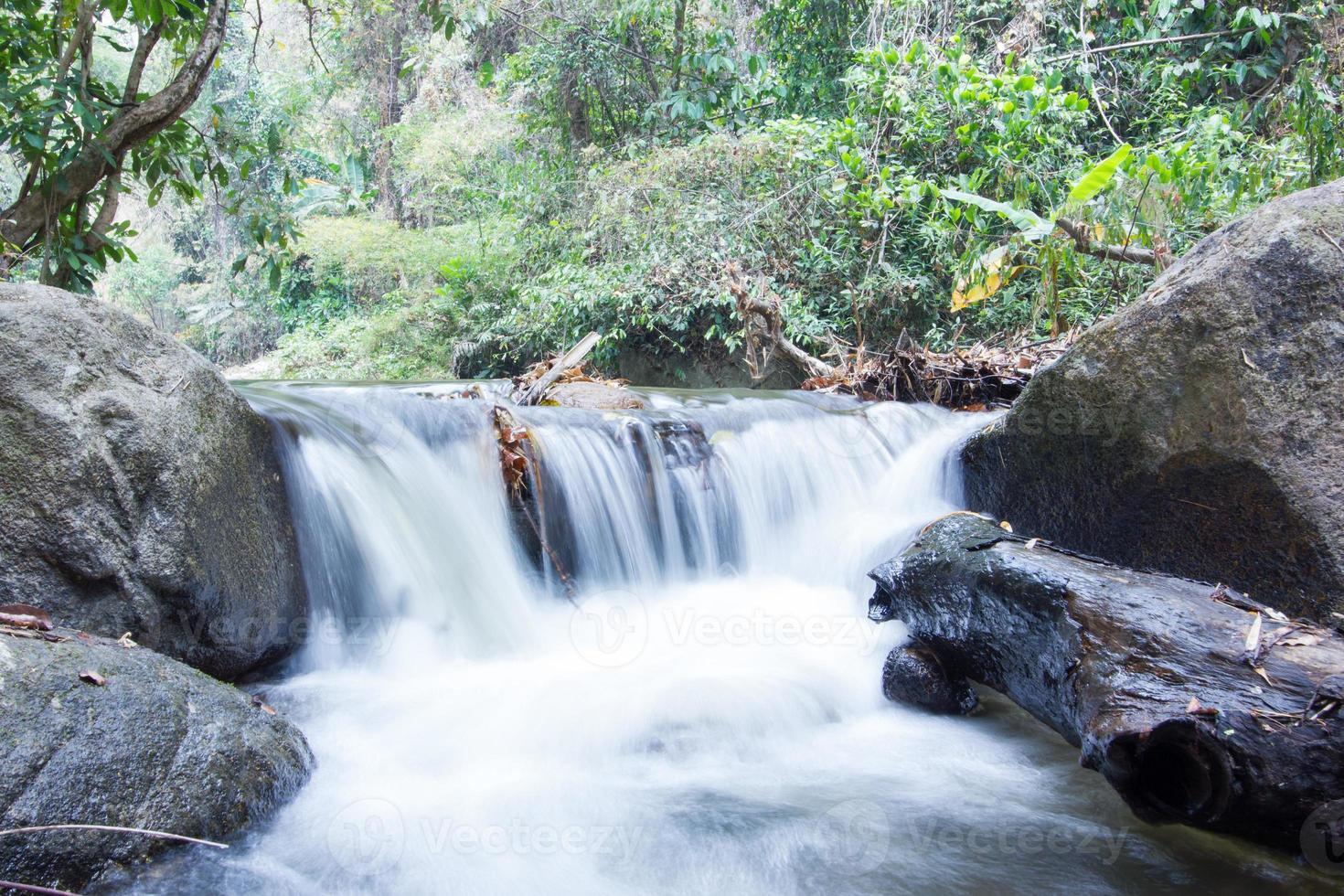 waterval in khao yai nationaal park thailand foto