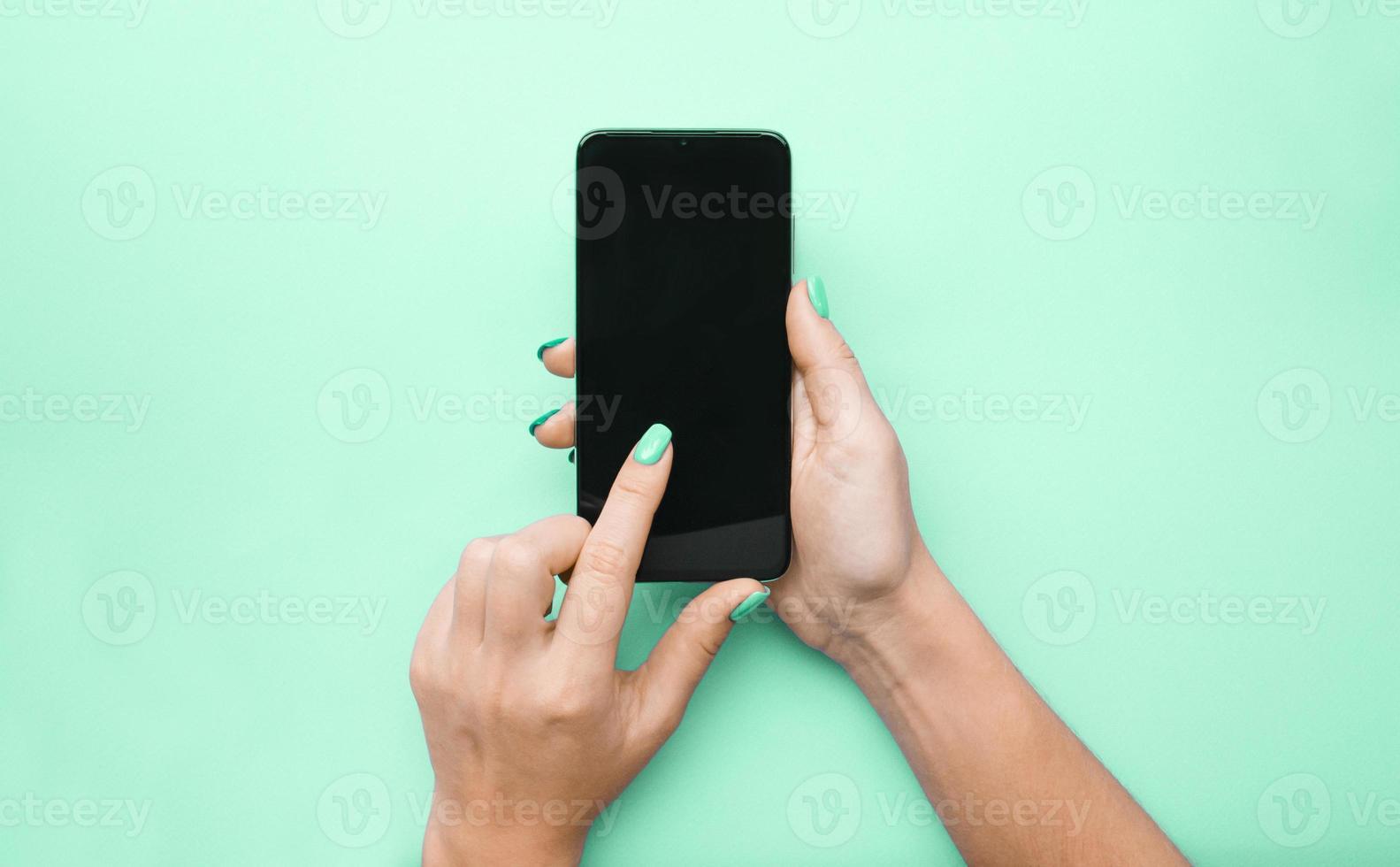 de indeling van de telefoon. het meisje foto
