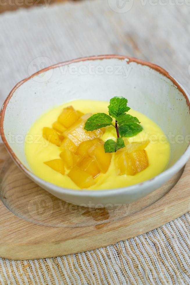 verse mango met yoghurt bowl foto