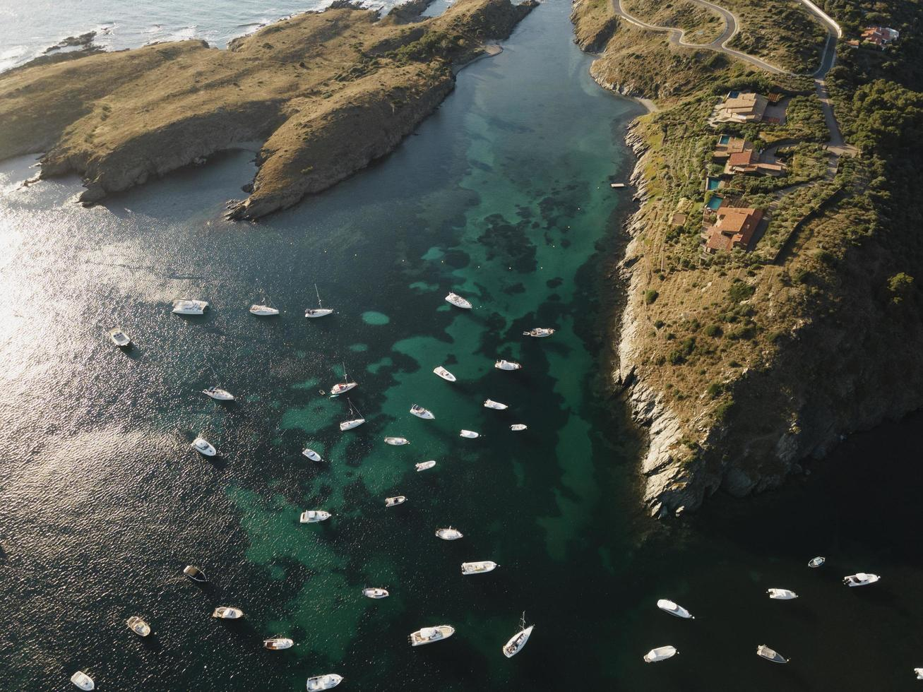 bovenaanzicht veel boten op reis foto
