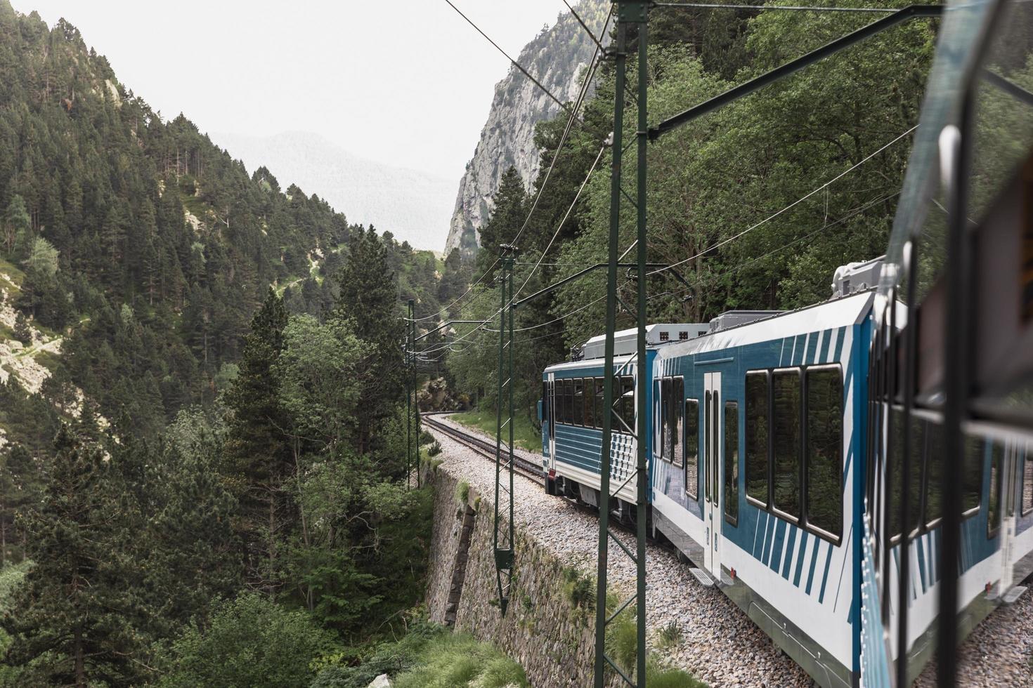 het concept van reizen per trein foto