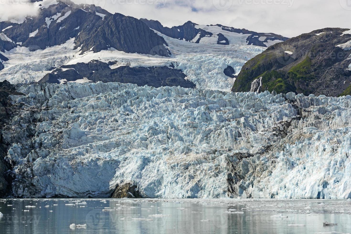 getijdengletsjer op een zonnige dag foto