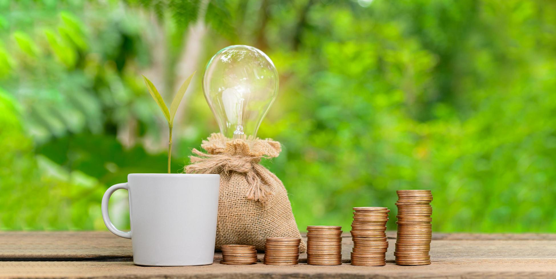 concept gestapelde munten investeren voorraad geld besparen foto