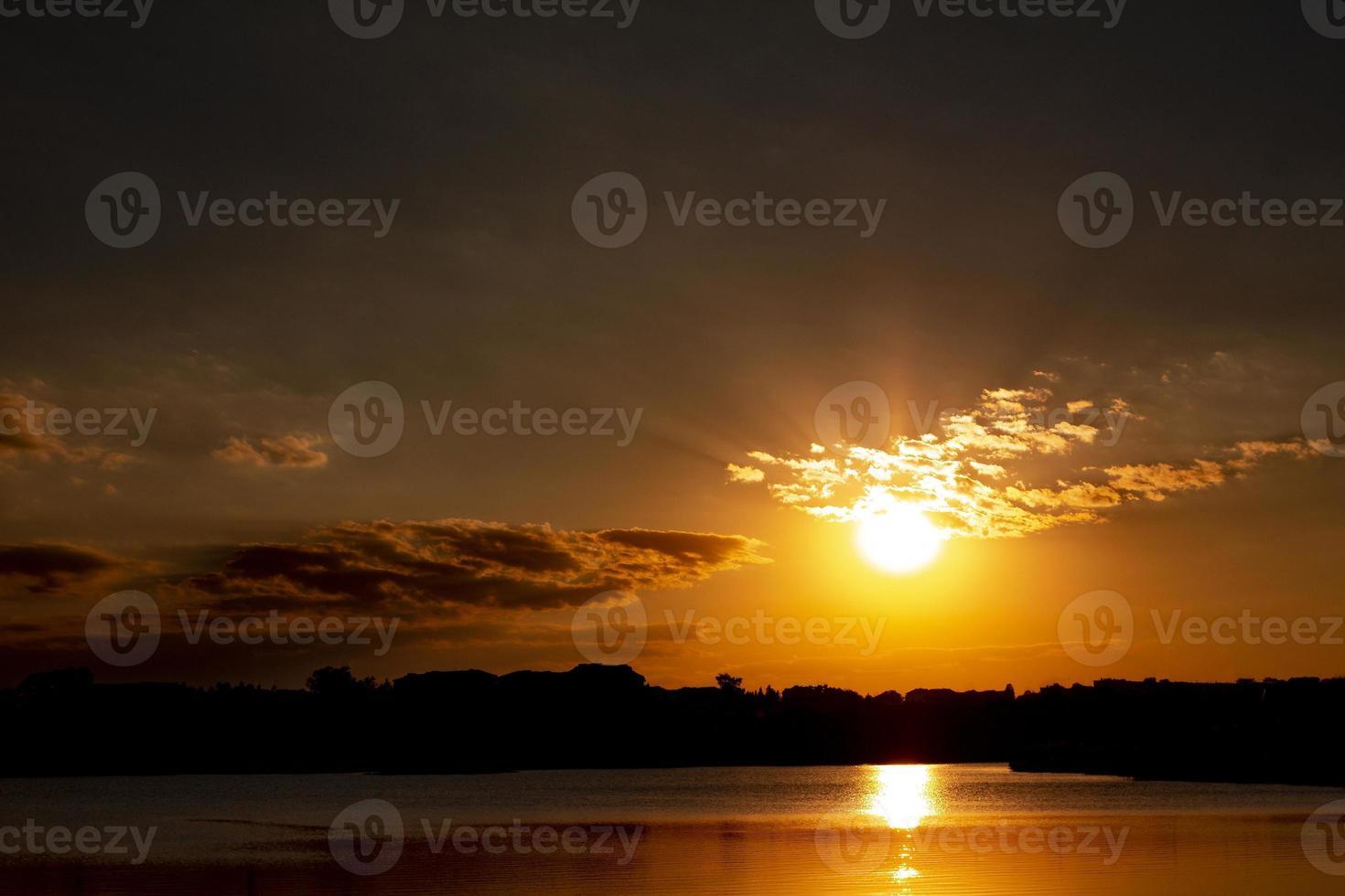 prachtig uitzicht op de zonsopgang foto