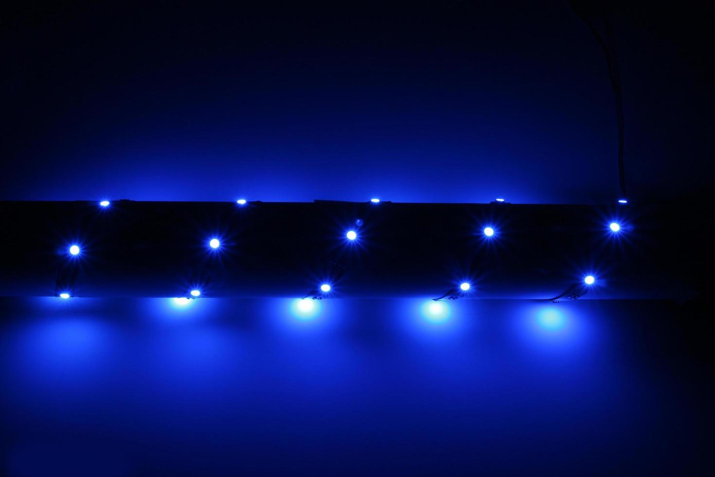 led-verlichtingsarmaturen in verschillende kleuren voor decoratieve verlichting foto