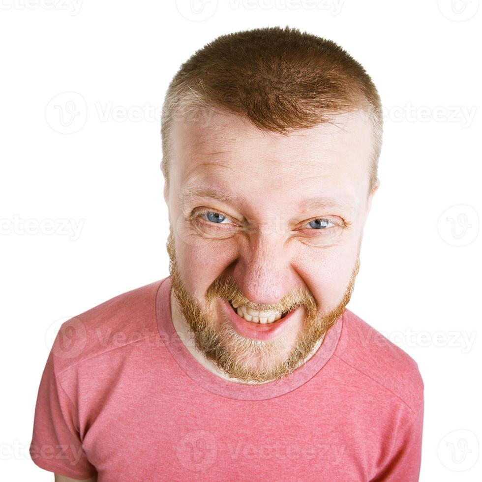 boze geërgerde man in een roze shirt foto