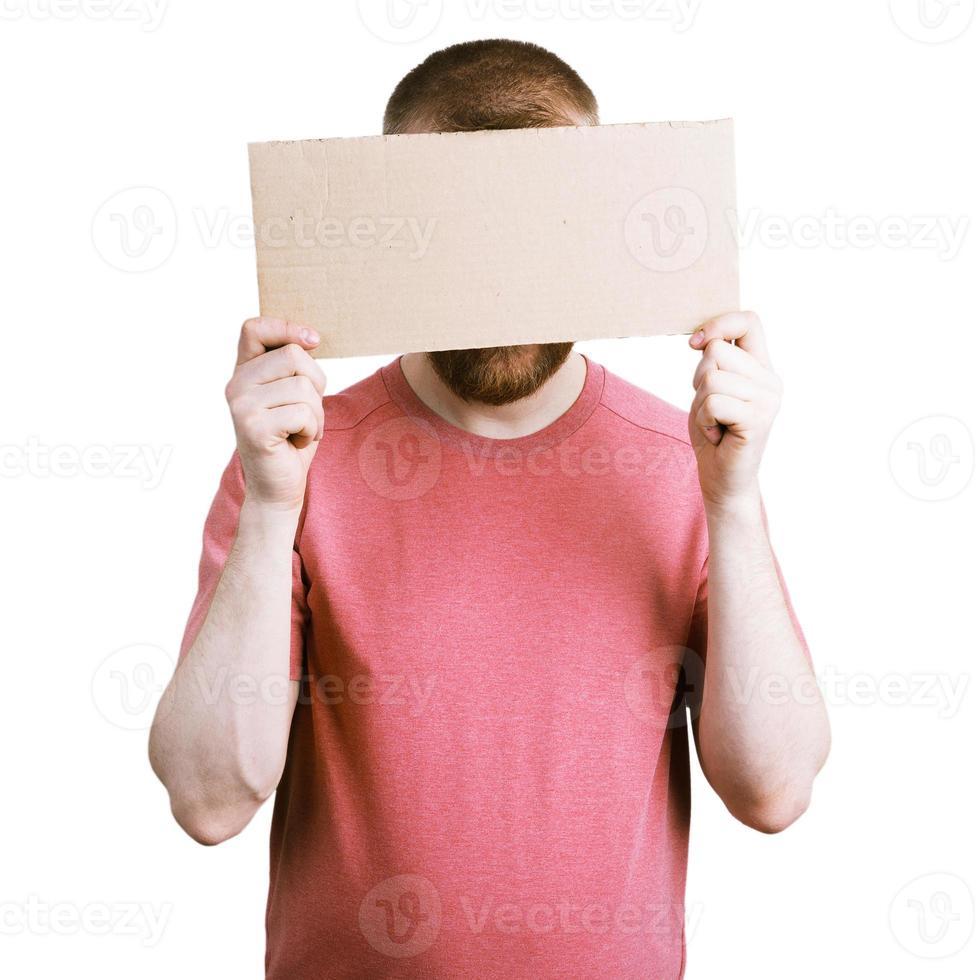 man met een kartonnen bordje foto