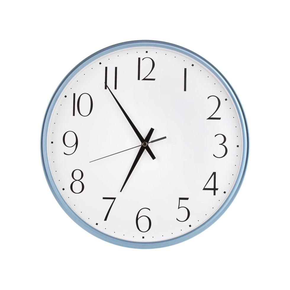 vijf minuten voor zeven op een klok foto