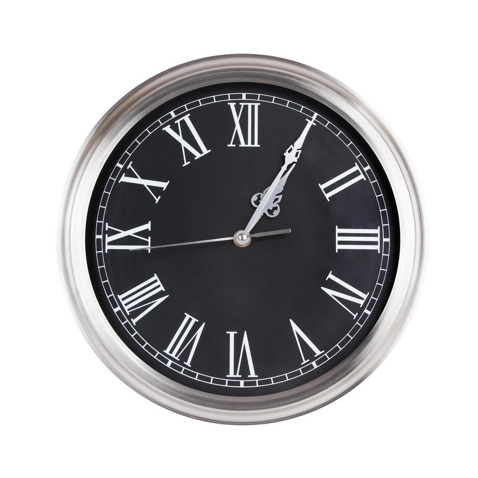 vijf minuten over één op de klok foto