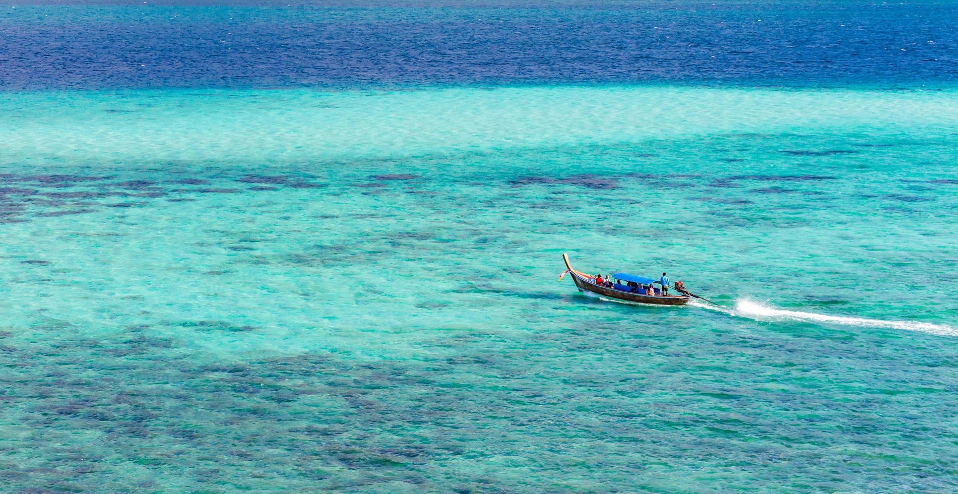 boten op de zee, li-pe thailand. foto