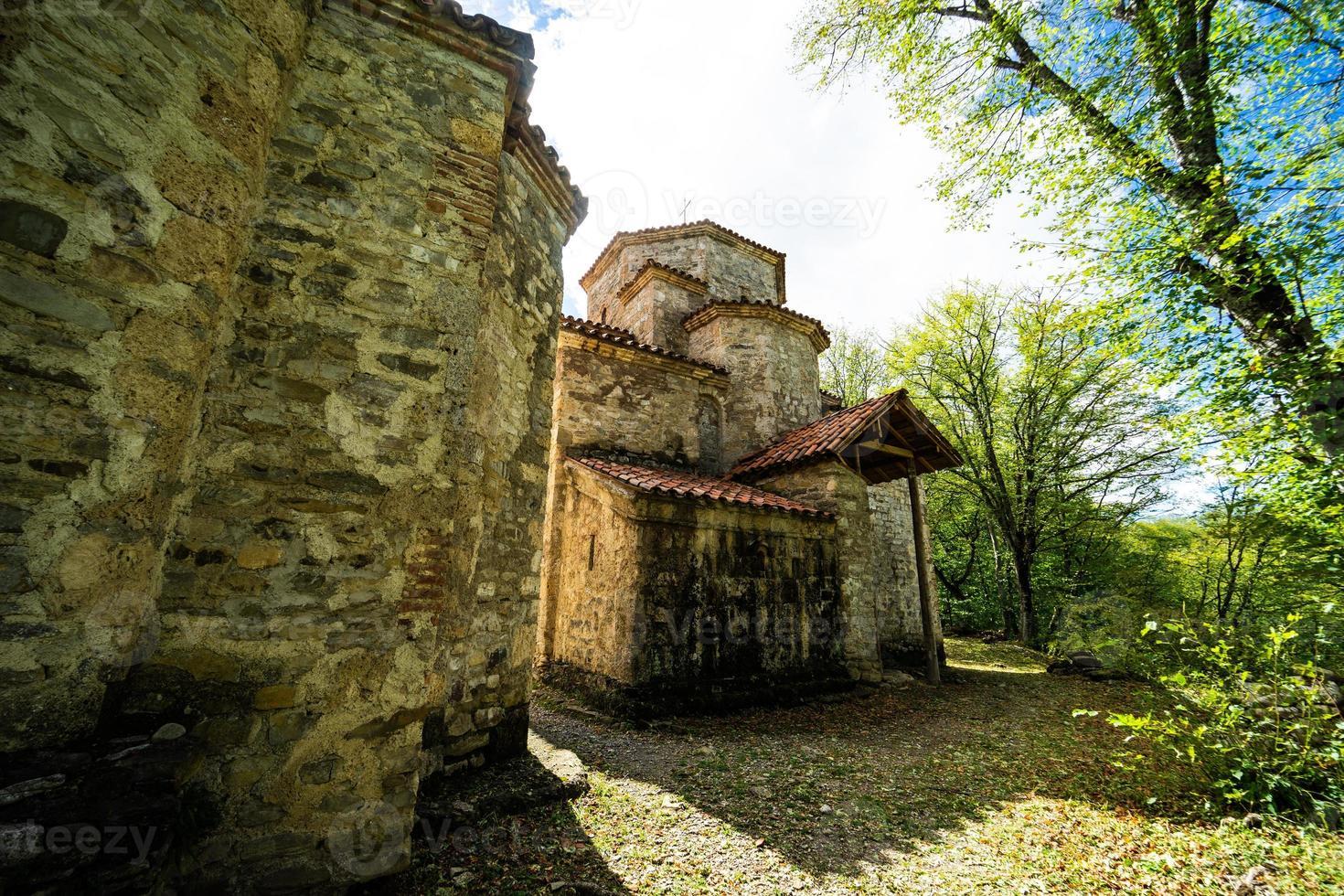 dzveli shuamta-klooster in Georgië foto