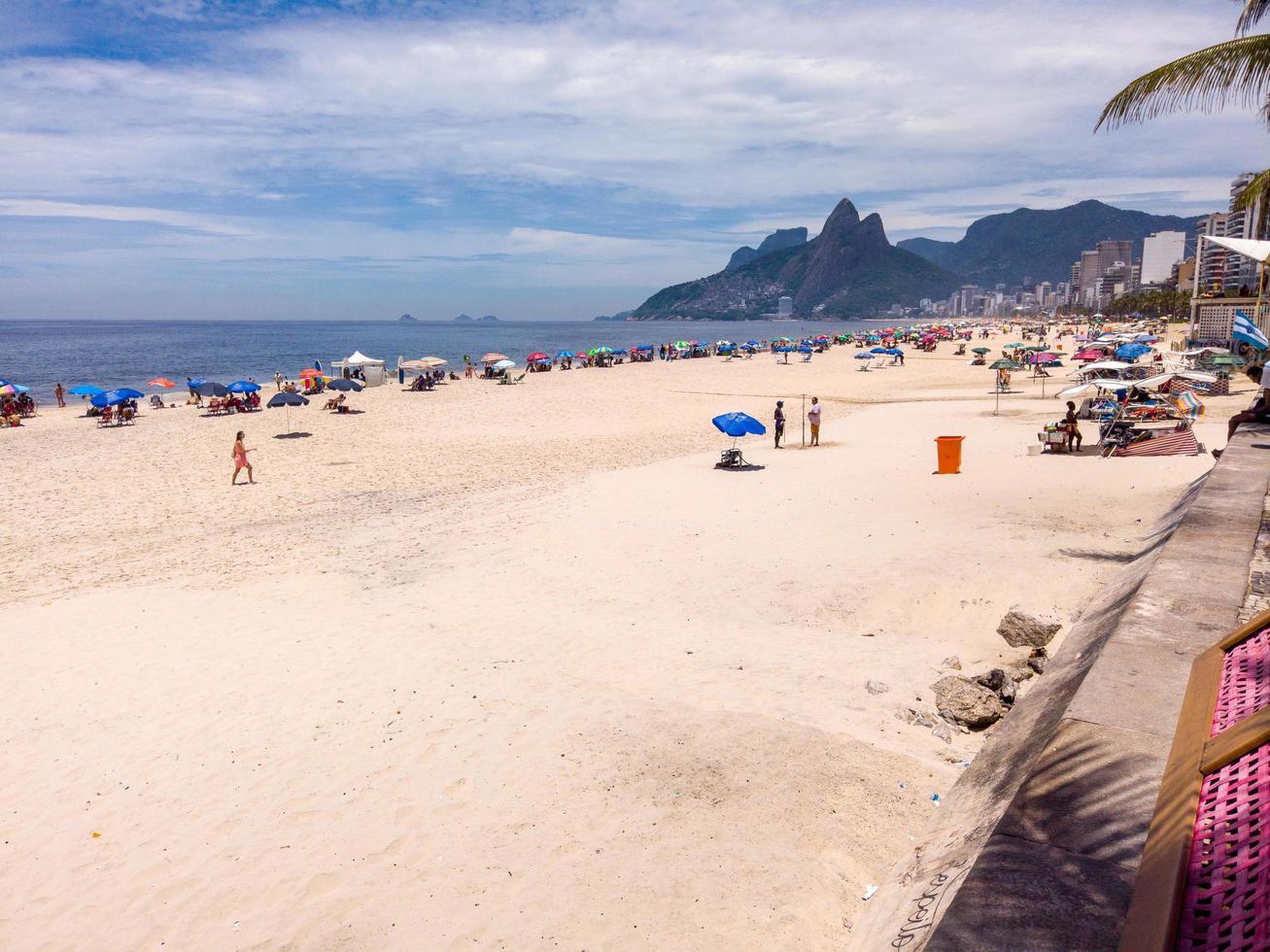 rio de janeiro, brazilië, 2015 - het strand van ipanema overdag foto