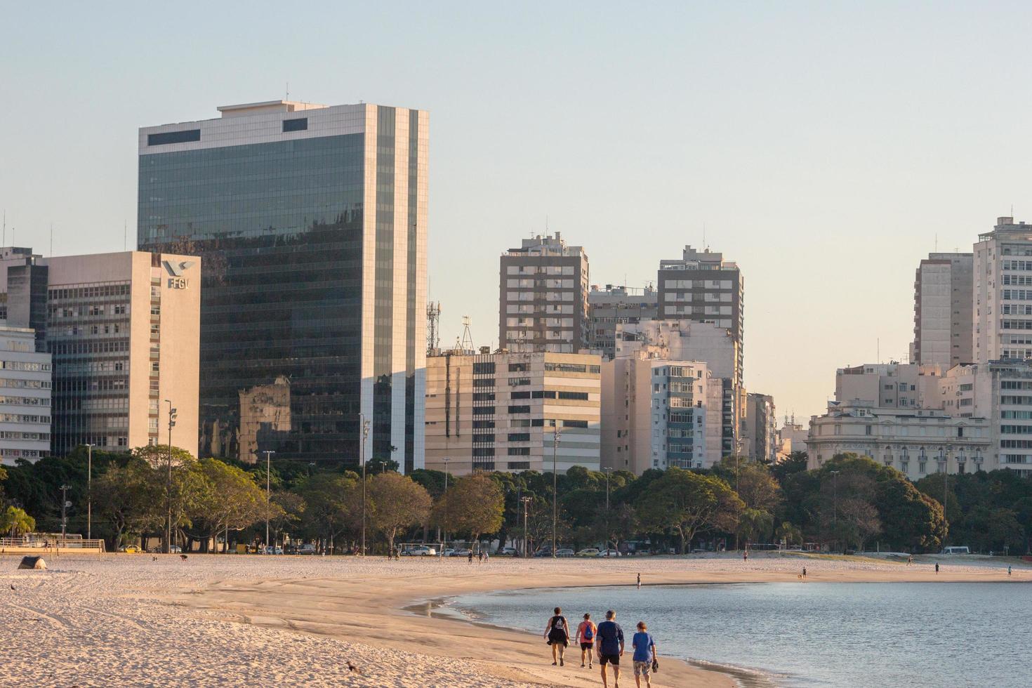 rio de janeiro, brazilië, 2015 - uitzicht op het strand van botafogo foto