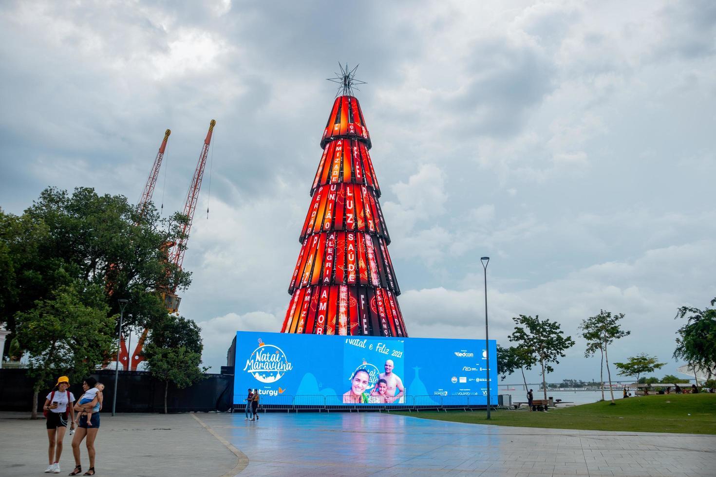 rio de janeiro, brazilië, 2015 - versierde kerstboom foto