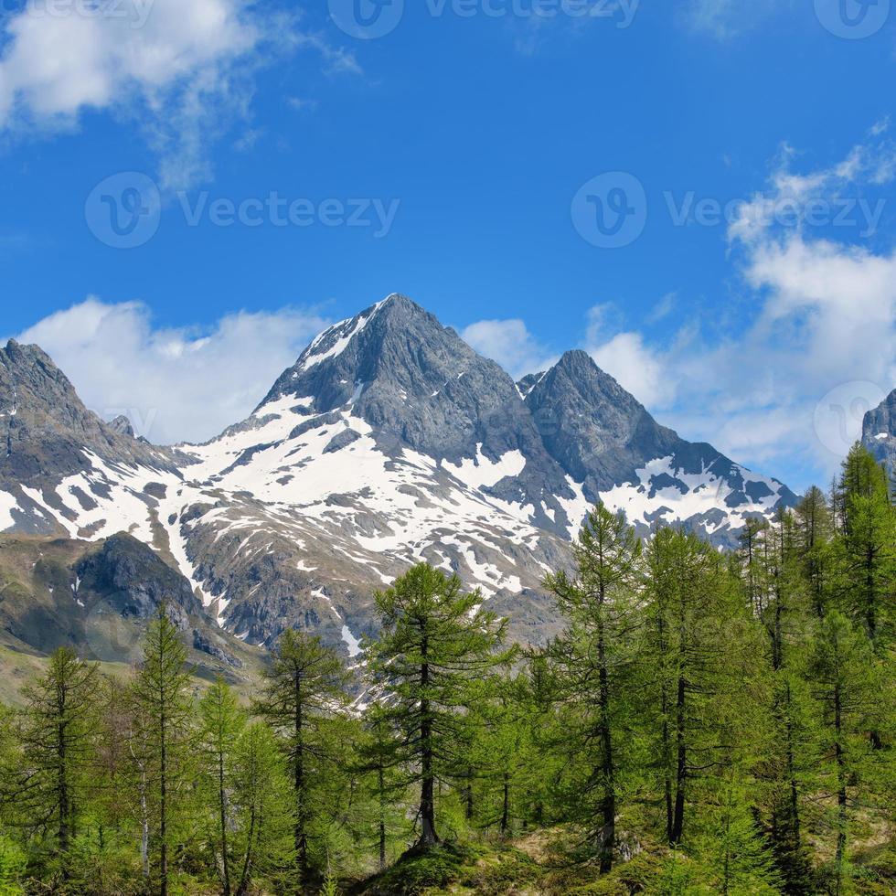 de berg van de diavolo di tenda op de orobie-alpen in de brembana-vallei foto