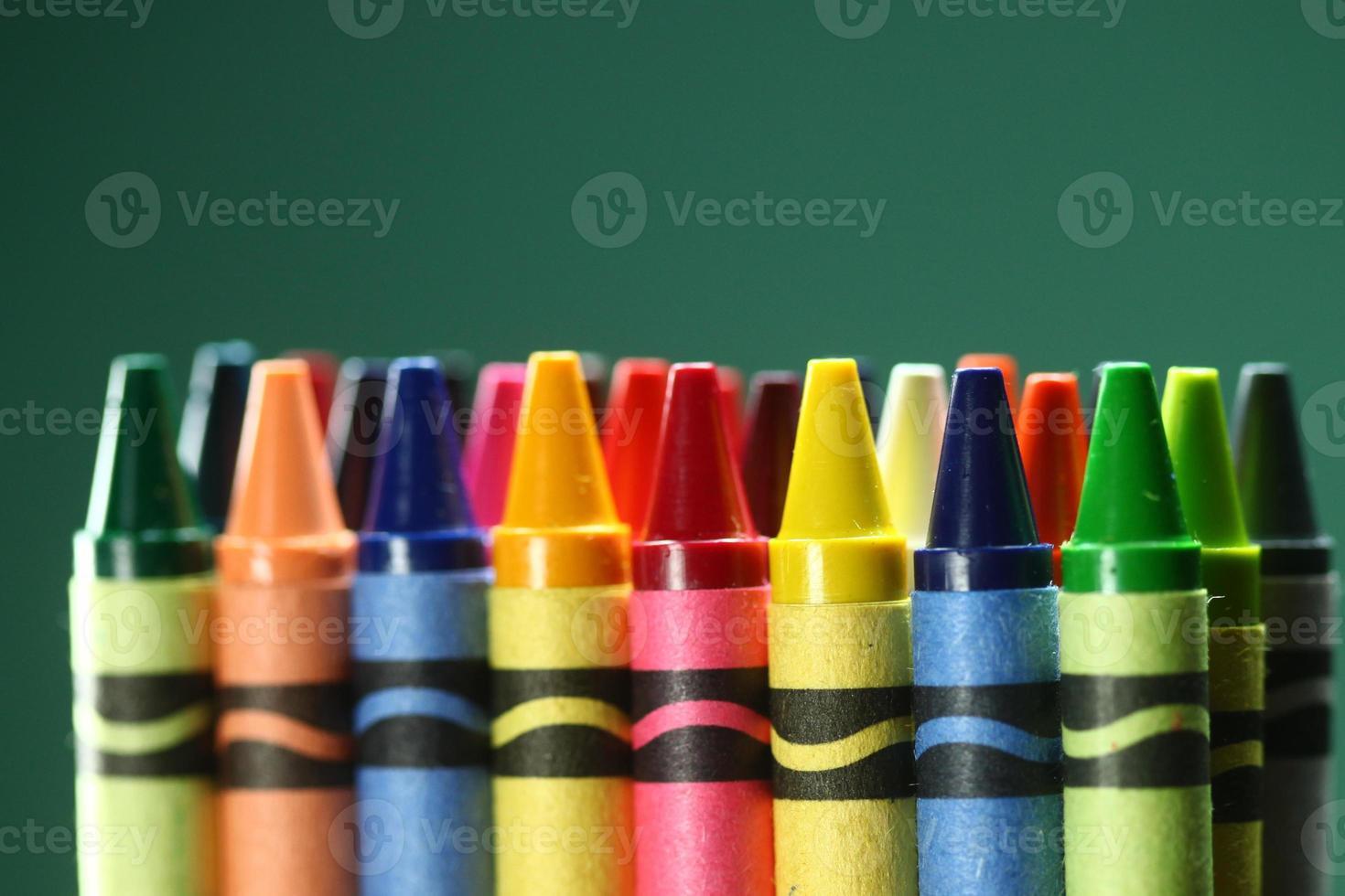 terug naar schoolbenodigdheden kleurpotloden foto
