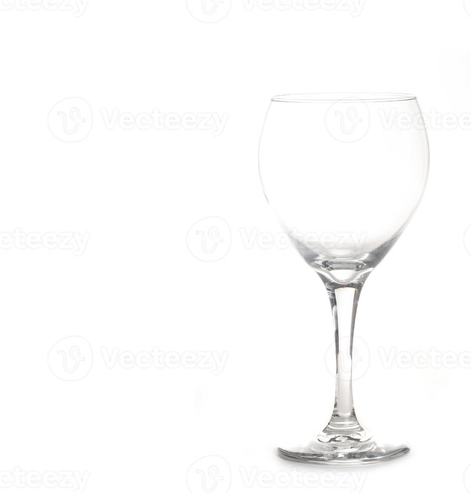 leeg helder wijnglas geïsoleerd op wit met foto