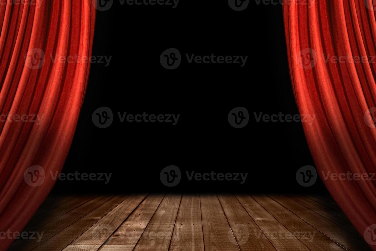 rode theater toneelgordijnen met houten vloer foto