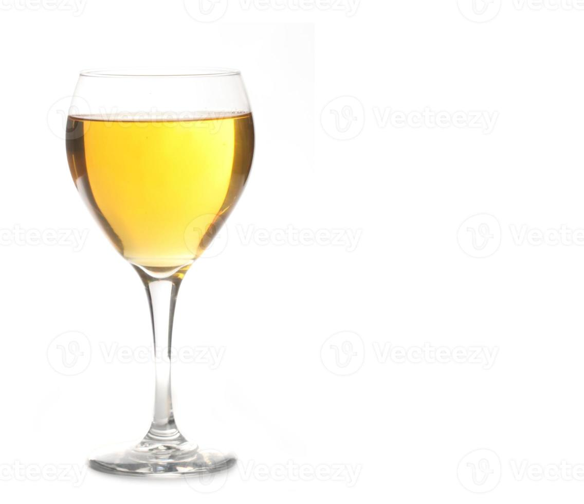 gouden ale of champagne alcohol in wijnglas foto