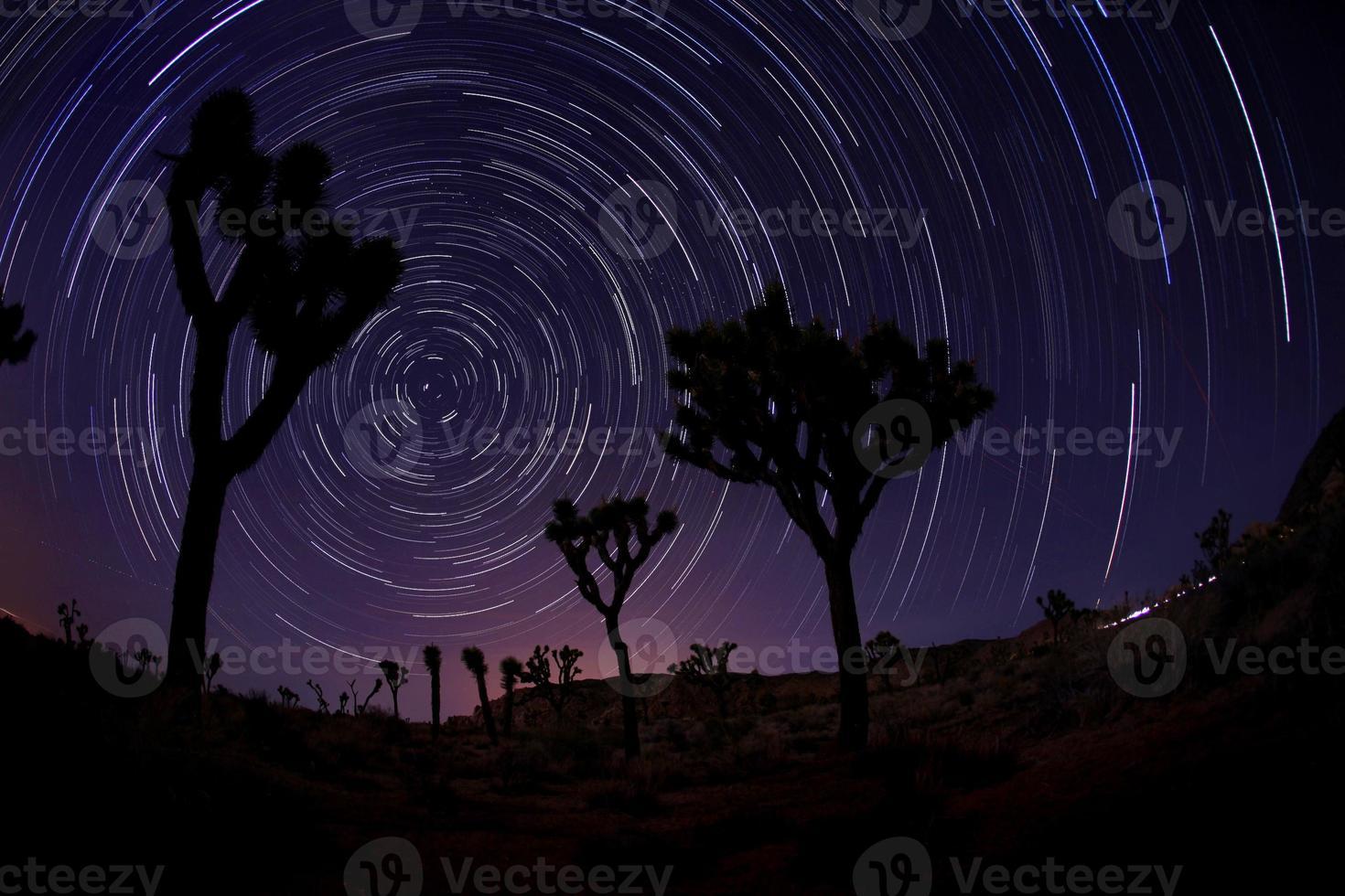 licht geschilderd landschap van sterren foto