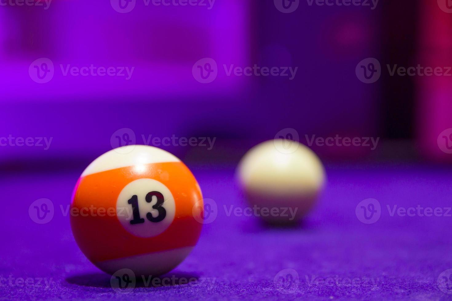 biljartballen in een pooltafel foto